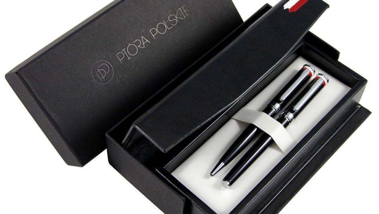 Eleganckie pióro wieczne i długopis Ambasador® | Opakowanie z flagą